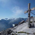 Gipfelkreuz auf dem Dritten Kind (im Hintergrund der Hochkönig)