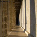 Säulengang auf der Walhalla im Abendlicht