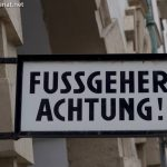Fussgeher Achtung
