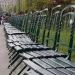 leere Stühle im Volksgarten